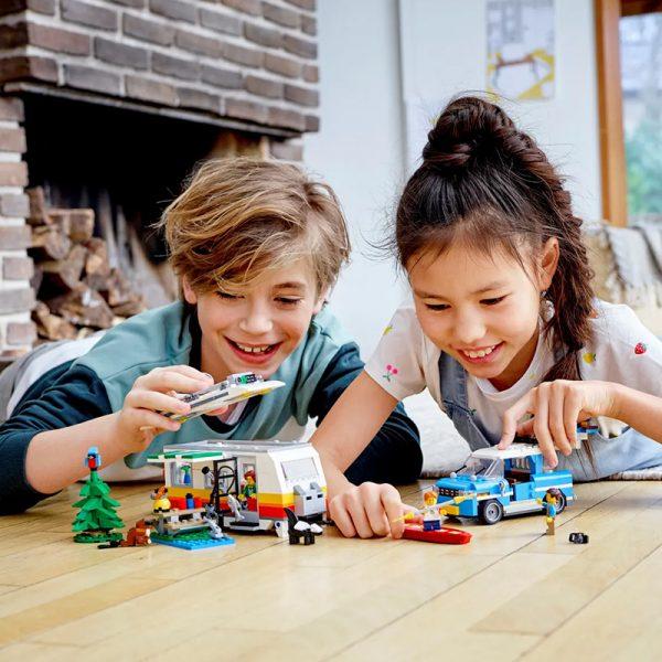 LEGO Creator – Férias de Família na Caravana 31108